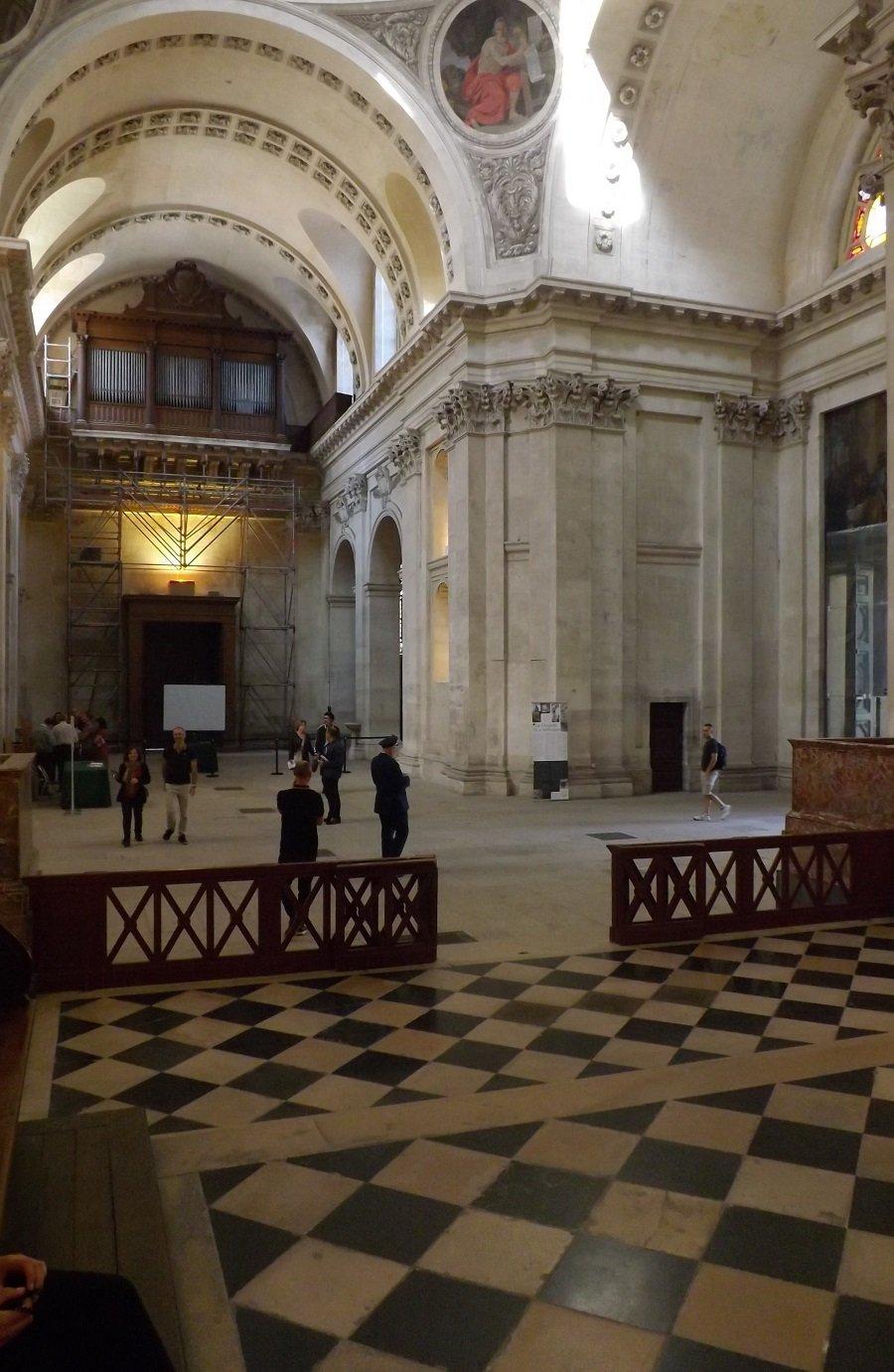 chapelle sorbonne vue vers porte