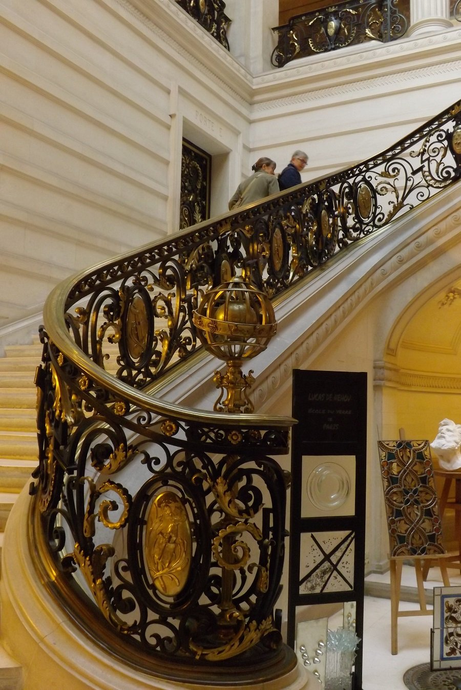 péristyle bas escalier2