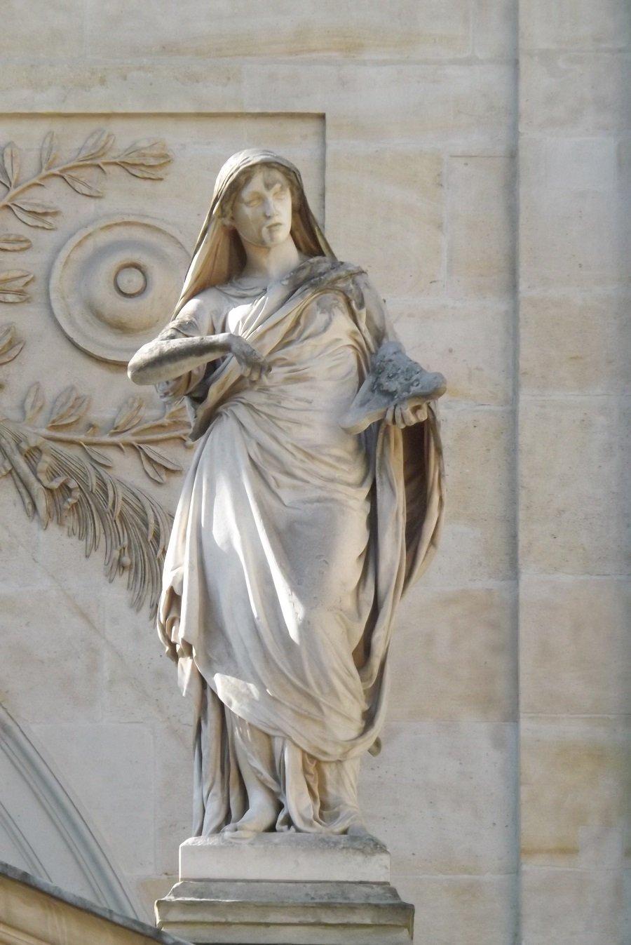statue chapelle côté cour d'honneur 2