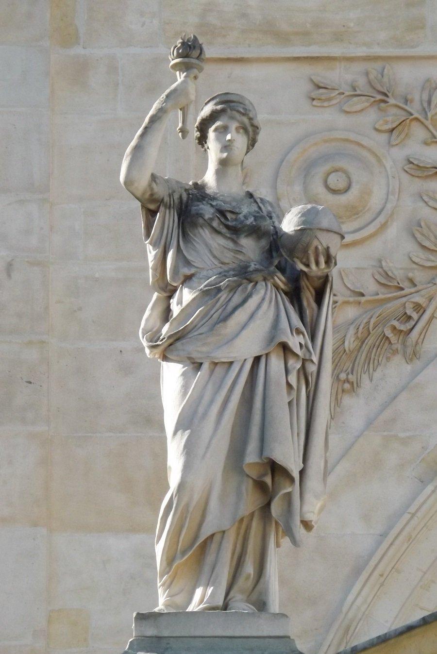statue chapelle côté cour d'honneur 3