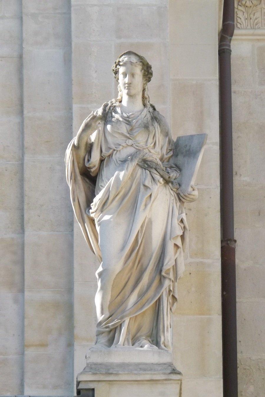 statue chapelle côté cour d'honneur