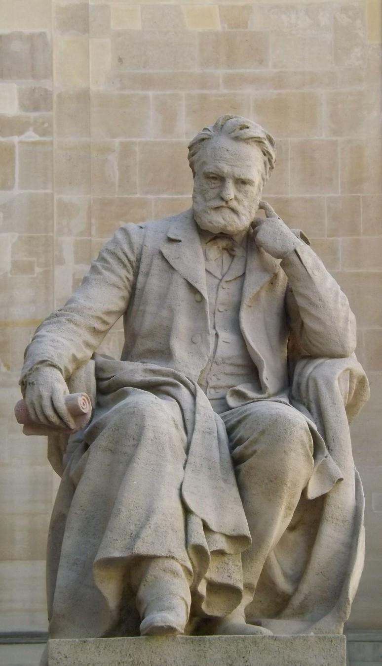 statue victor hugo cour d'honneur